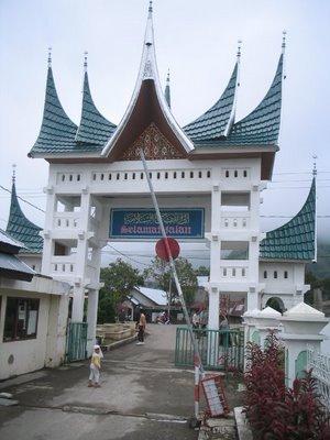 Gerbang depan perguruan Thawalib